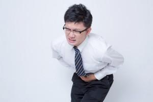 腹痛の男性
